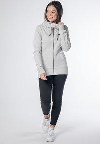 CNSRD - YASMIN  - Zip-up hoodie - cloudy - 1