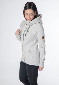 CNSRD - YASMIN  - Zip-up hoodie - cloudy - 3