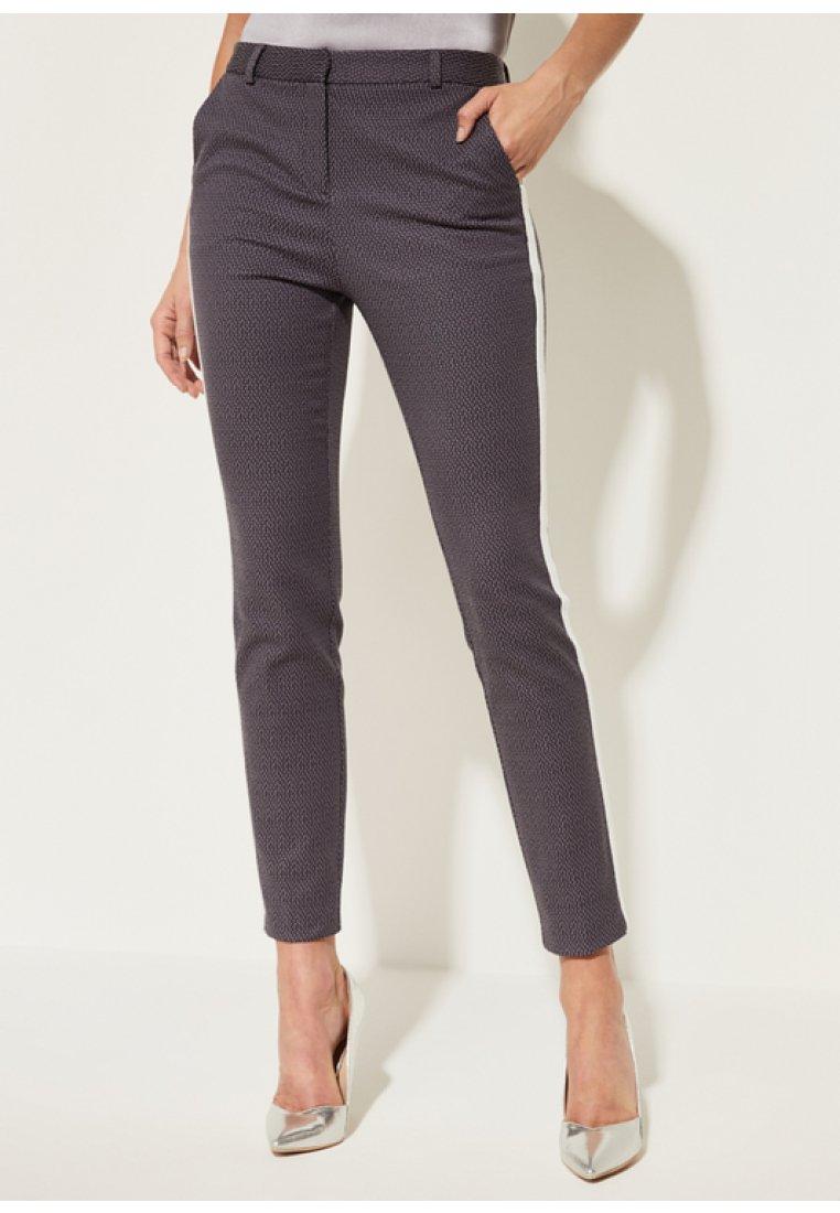 comma - MIT DEKORATIVEM STRUKTURMUSTER - Trousers - dark grey