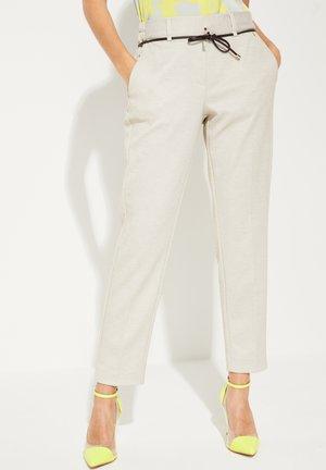 MIT BINDEGÜRTEL - Pantalon classique - light grey