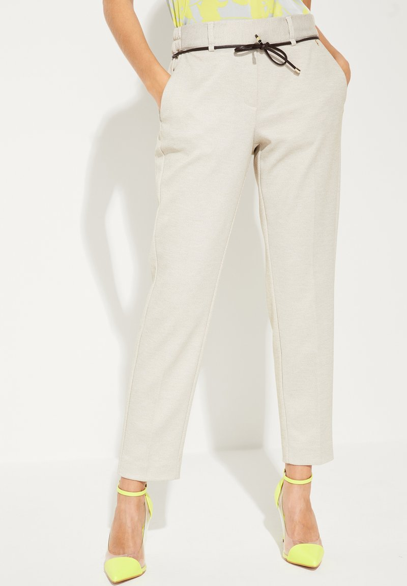 comma - MIT BINDEGÜRTEL - Pantalon classique - light grey