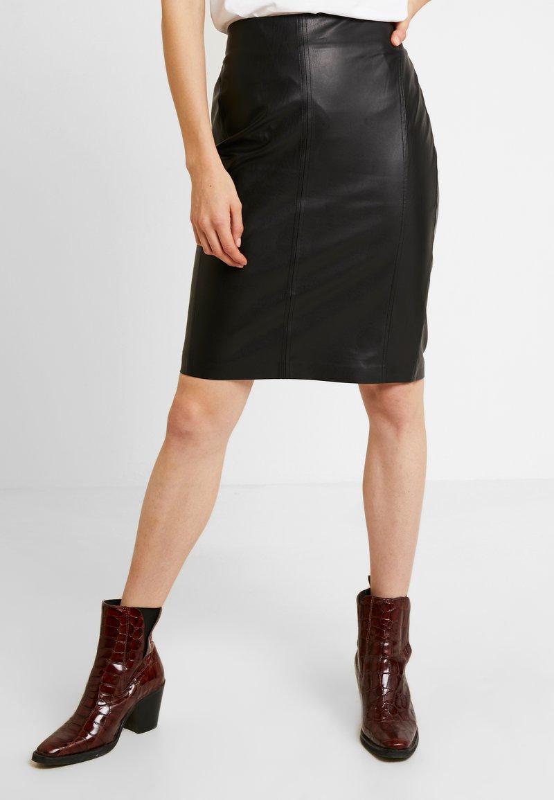 comma - KURZ - Pouzdrová sukně - black
