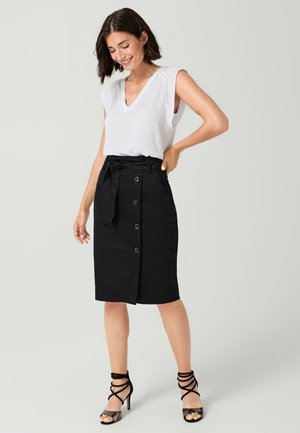 MIT STOFFGÜRTEL - Pencil skirt - black
