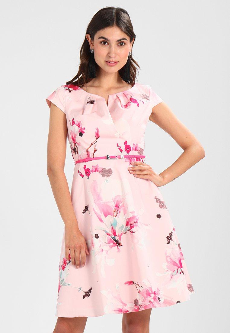 comma - KURZ - Denní šaty - rose