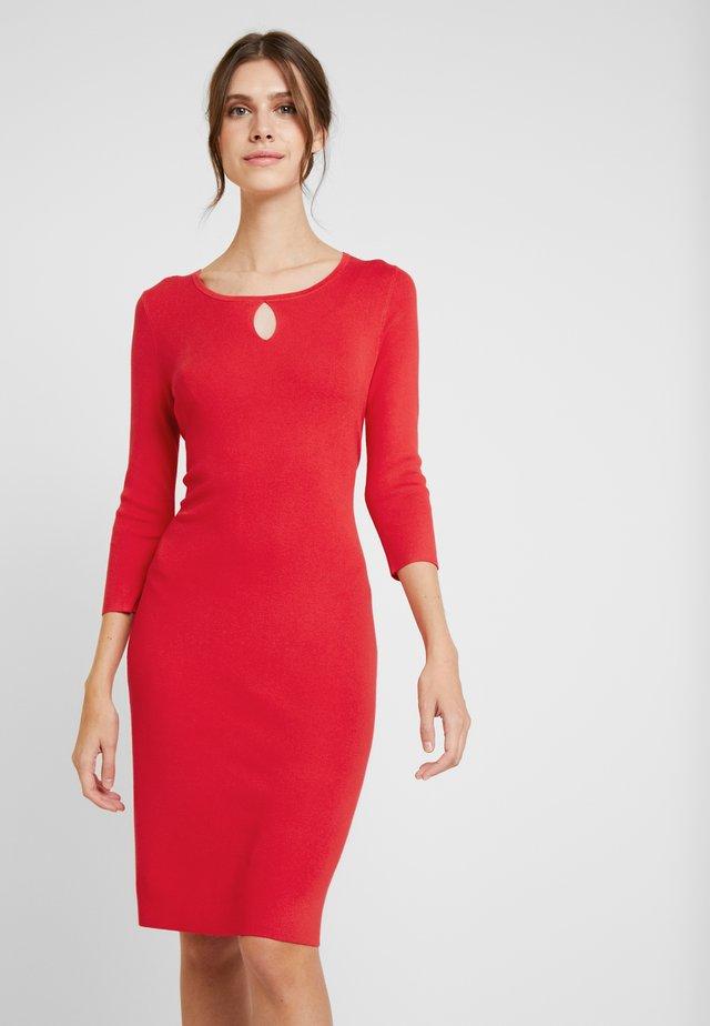DRESS SHORT - Pletené šaty - red