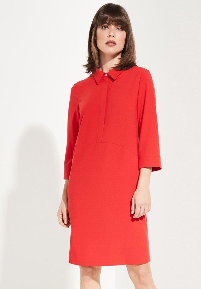 MIT 3/4-ÄRMELN - Robe chemise - red