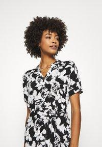 comma - Košilové šaty - black - 5