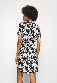 comma - Košilové šaty - black - 2