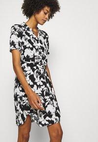 comma - Košilové šaty - black - 3