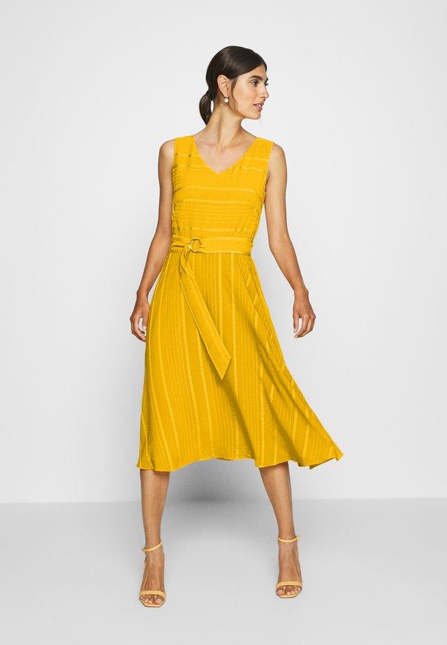 Cocktailklänning - yellow