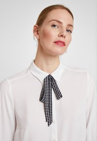 comma - LANGARM - Blouse - white - 3