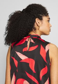 comma - Bluse - black/red - 3