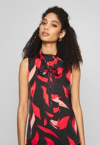 comma - Bluse - black/red - 5