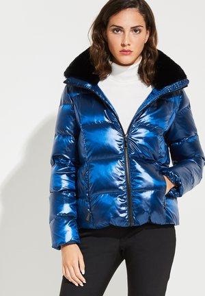 MIT ABNEHMBARER KAPUZE - Down jacket - olympian blue