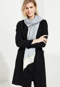 comma - ALLOVERMUSTER - Scarf - champagner contrast logo - 1