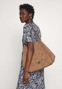 comma - DINNER PARTY  - Shopping bag - taupe - 1