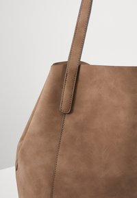 comma - DINNER PARTY  - Shopping bag - taupe - 5