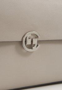 comma - HOLD ON HANDBAG - Handbag - lightgrey - 5