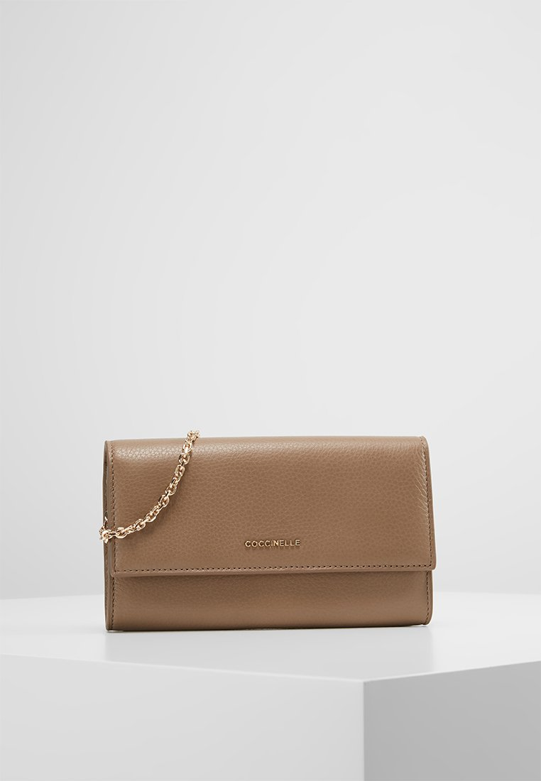 Coccinelle - METALLIC SOFT - Clutch - taupe