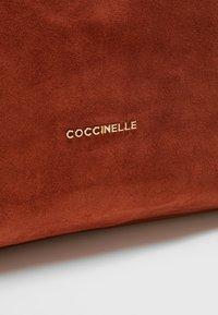 Coccinelle - ARLETTIS - Tote bag - mars dust - 7