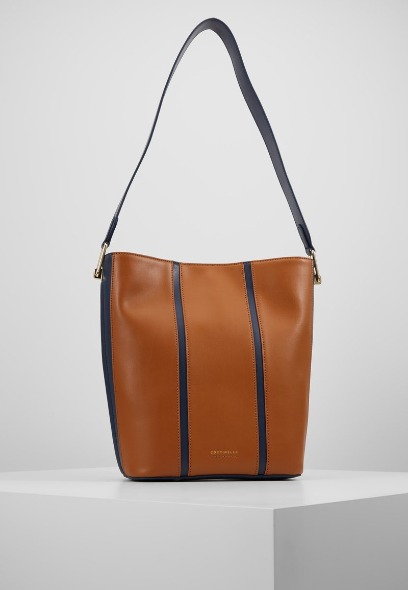 Coccinelle - FRENCHY STRIPES PATCH - Bolso de mano - ink/caramel