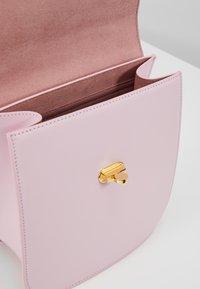 Coccinelle - GREEZ - Handtasche - graceful pink - 4