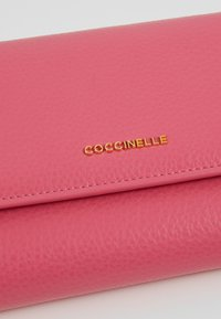 Coccinelle - SOFT - Wallet - glossy pink - 6