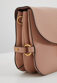 Coccinelle - ZANIAH - Across body bag - pivoine - 5