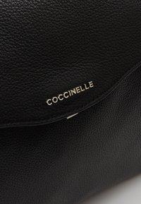 Coccinelle - ANDROMEDA - Handtas - noir - 6