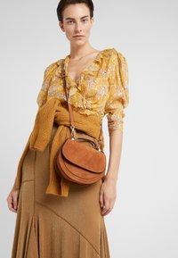 Coccinelle - SIRIO - Across body bag - caramel - 1