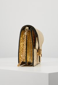 Coccinelle - BORSA PITONE - Across body bag - platino - 3