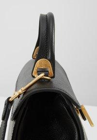 Coccinelle - MARVIN - Bolso de mano - noir - 5