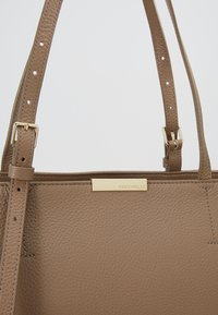 Coccinelle - Tote bag - taupe - 6