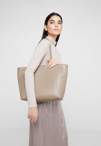 Coccinelle - Tote bag - taupe - 1