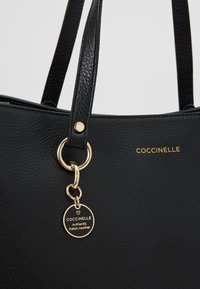 Coccinelle - ALPHA  - Velká kabelka - noir - 6