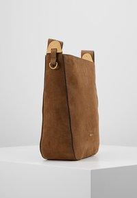 Coccinelle - FLORENCE - Handbag - tobacco - 3