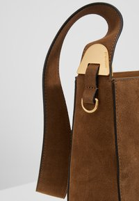 Coccinelle - FLORENCE - Handbag - tobacco - 5