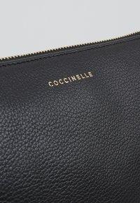 Coccinelle - BEST CROSSBODY SOFT - Psaníčko - noir - 6