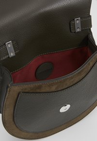 Coccinelle - SIRIO SADDLE - Across body bag - reef - 4