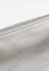 Coccinelle - NEW BEST SOFT - Clutch - silver - 6