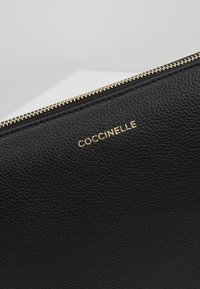 Coccinelle - NEW BEST SOFT - Clutch - noir - 7