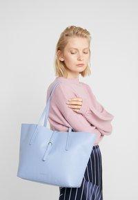 Coccinelle - Håndtasker - cosmic lilac - 1