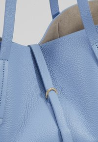 Coccinelle - Håndtasker - cosmic lilac - 6