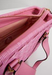 Coccinelle - BORSA  - Handbag - gum - 5