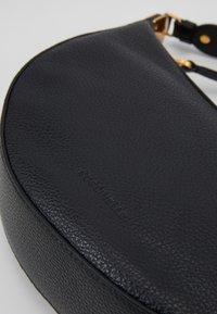Coccinelle - ANAIS SOFT SHOULDER - Across body bag - noir - 4