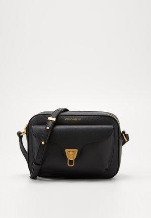 BEAT SOFT CAMERA - Across body bag - noir