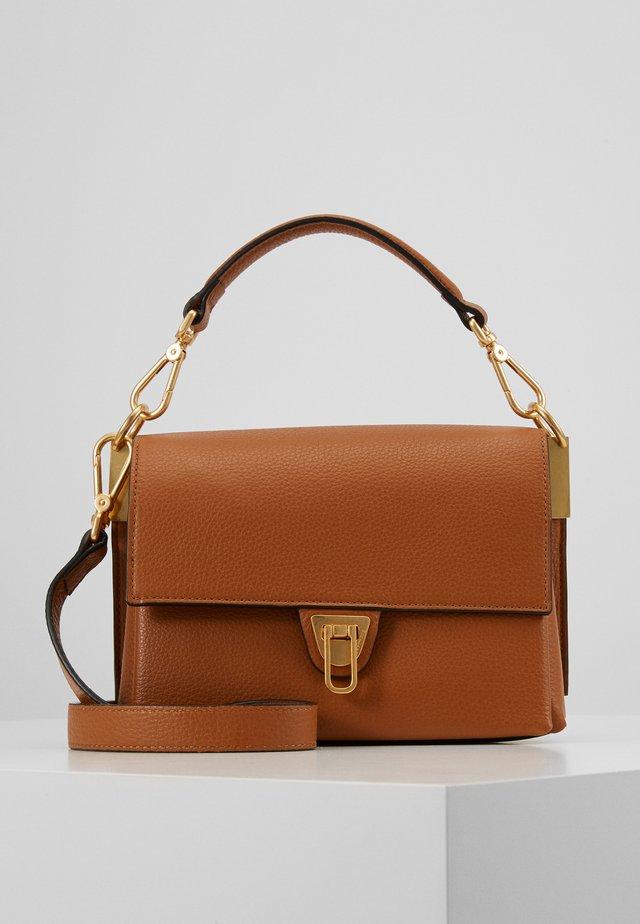 MARVIN DESIR TRIP COMP SATCHEL - Handtasche - caramel