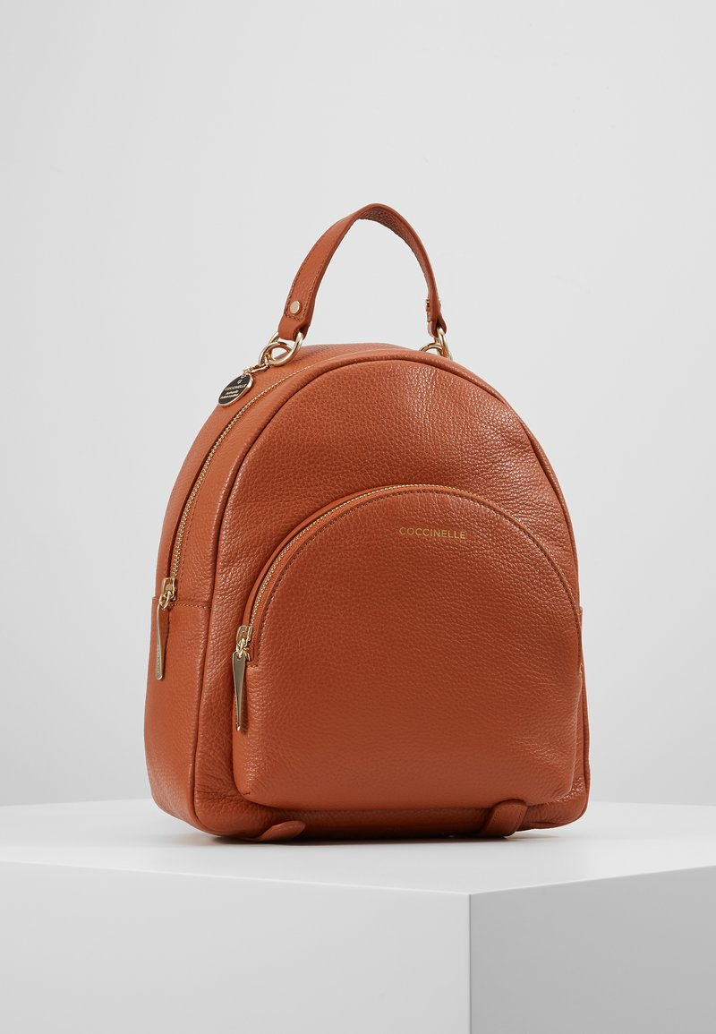 Coccinelle - ALPHA MINI BACKPACK - Reppu - tan