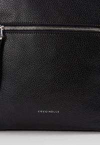Coccinelle - TWIGA FOLD TOP - Reppu - noir - 2