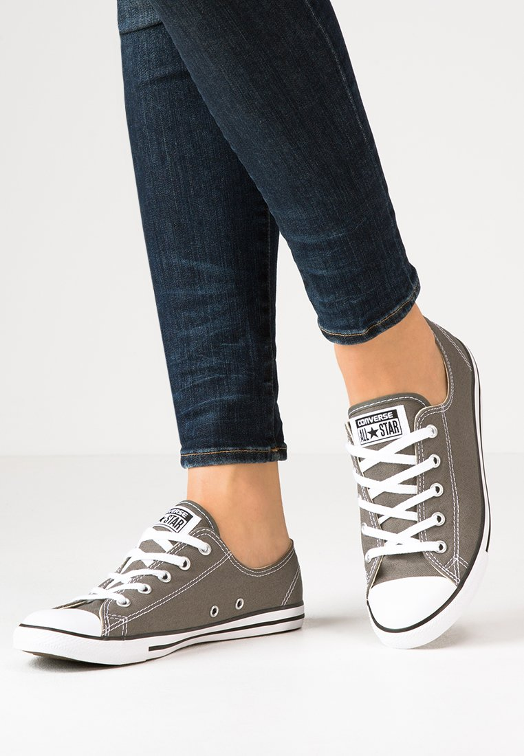 Converse - CHUCK TAYLOR ALL STAR OX DAINTY - Trainers - gris foncé / blanc